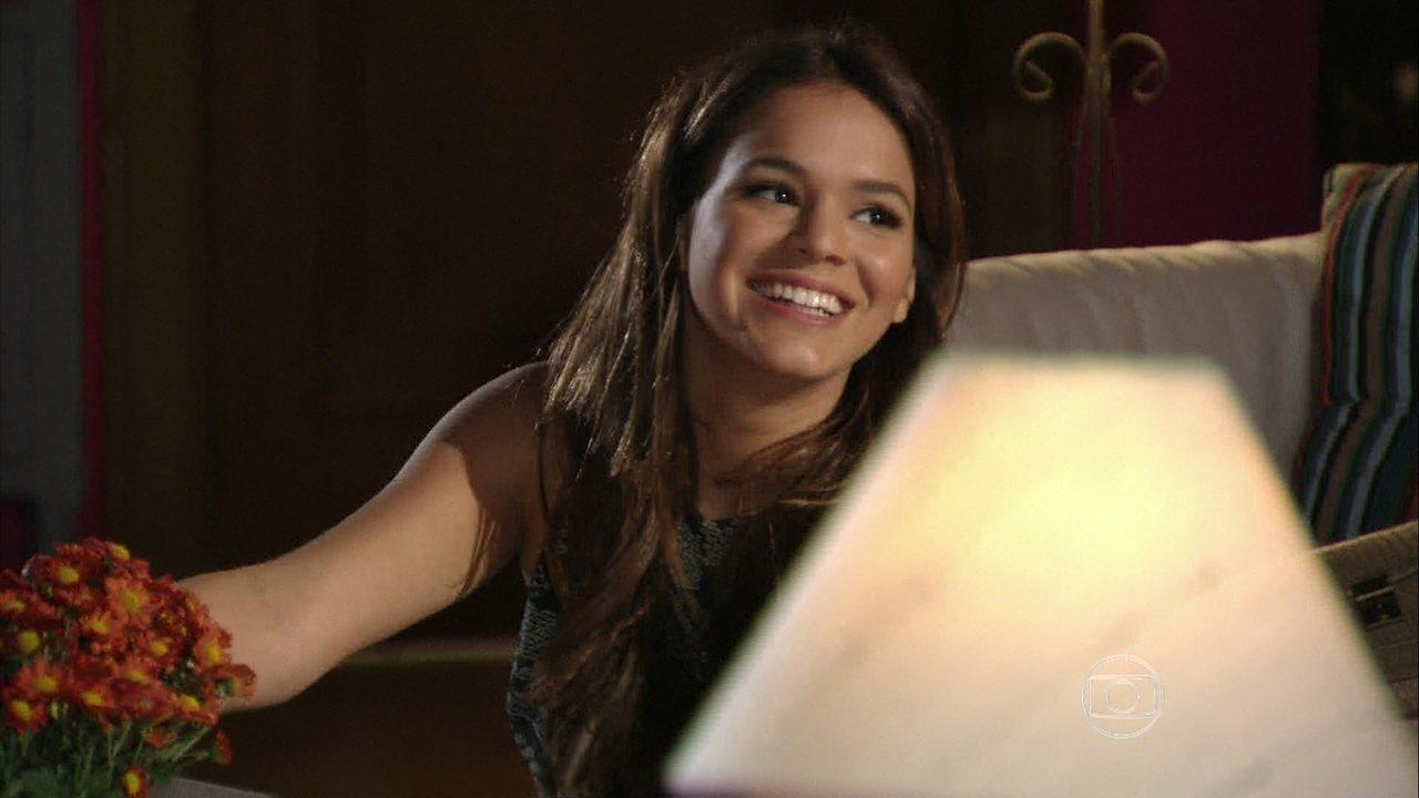 Em Família - Capítulo de quinta-feira, dia 08/05/2014, na íntegra - Luiza diz a Alice que está completamente apaixonada por Laerte