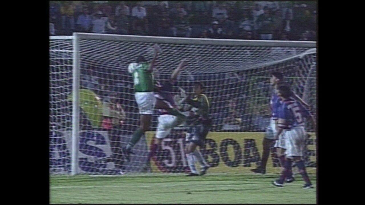 Em 1999, Palmeiras vence o Cerro Porteño por 2 a 1 pela Taça Libertadores