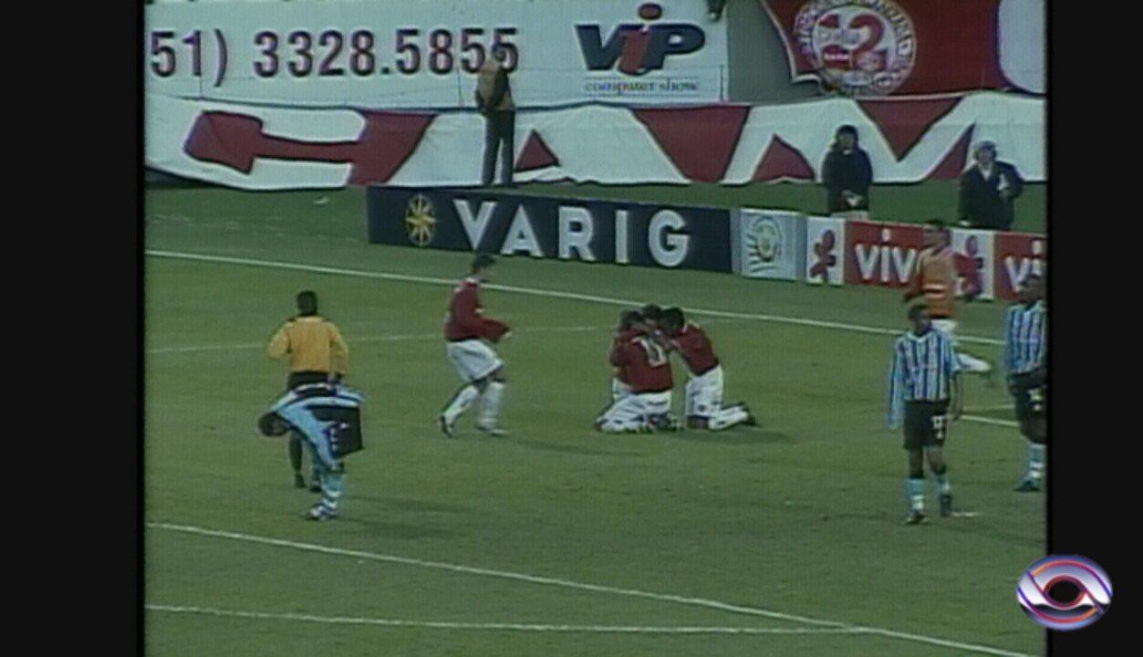 5faede5a47aaf Inter reinaugura placa em homenagem a Fernandão pelo gol 1000 em Gre ...