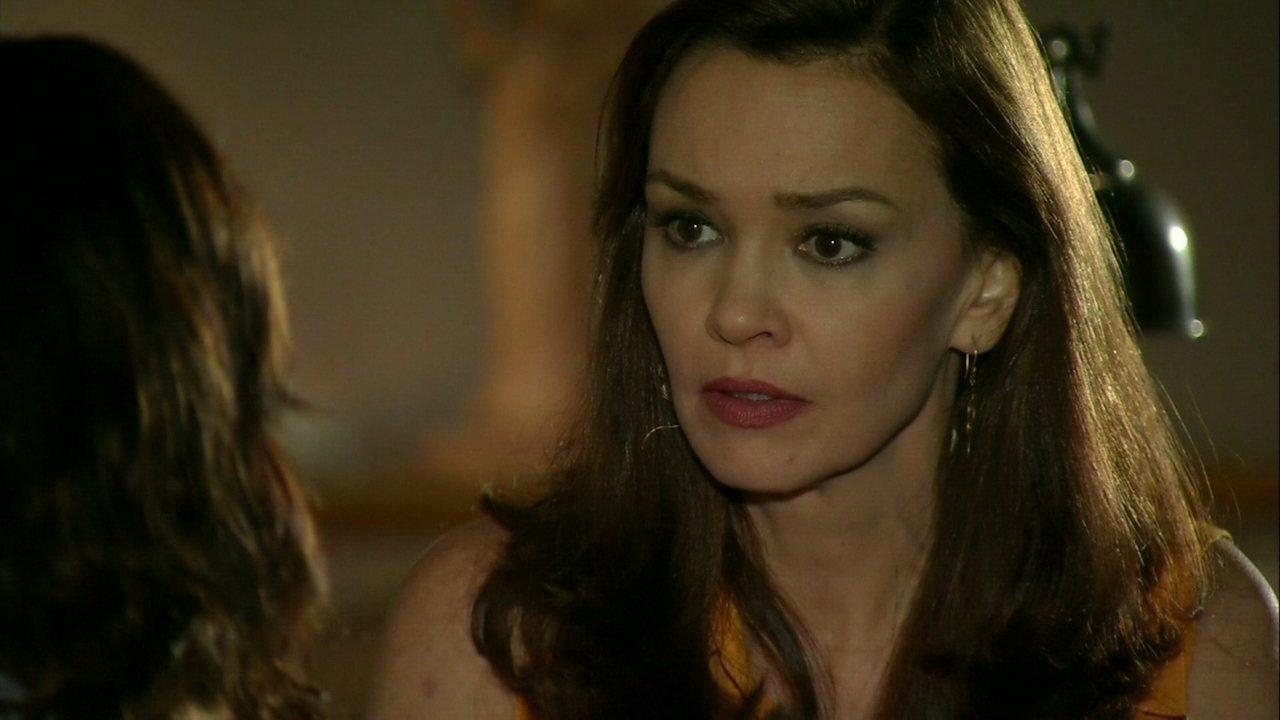 Em Família, capítulo de sábado, dia 07/06/2014, na íntegra - Helena seduz Virgílio