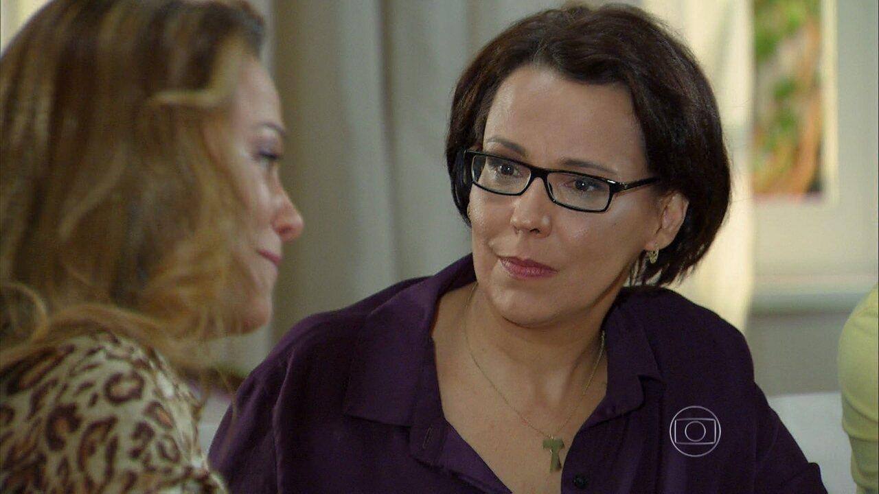 Em Família - Capítulo de quinta-feira, dia 10/07/2014, na íntegra - Shirley diz a Selma que Laerte e Luiza não serão felizes