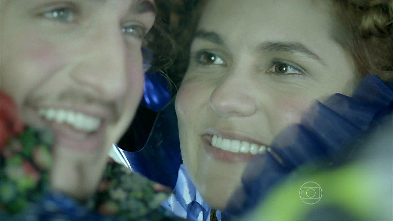 Meu Pedacinho de Chão - Capítulo de terça-feira, 22/07/2014, na íntegra - Gina e Ferdinando oficializam o noivado