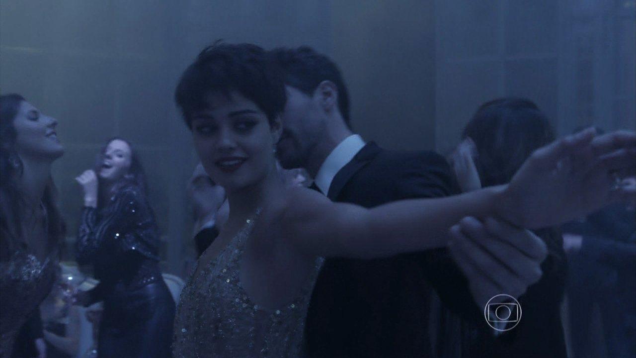 Capítulo de 29/07/2014 - Duda provoca Bruno ao dançar com Gonzalez