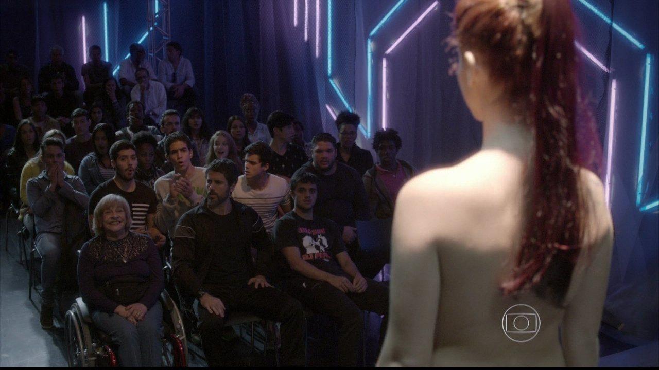 Malhação - capítulo de segunda-feira, dia 18/08/2014, na íntegra - Bárbara se despe no palco e Cobra fica enciumado