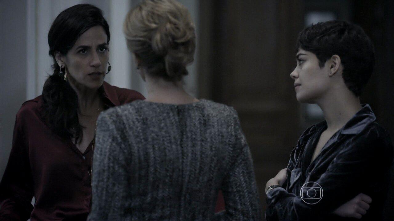 Capítulo de 21/08/2014 - Angela acusa Roberta de ter perdido o controle da festa