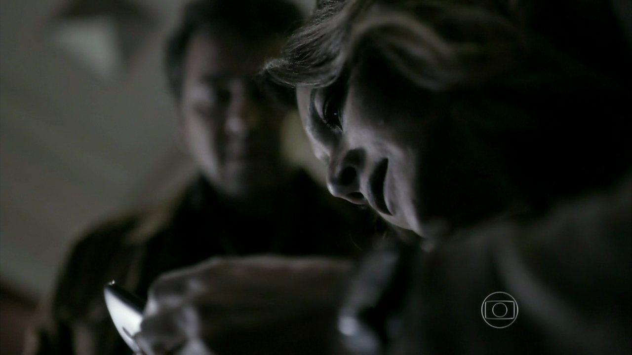 Capítulo de 09/09/2014 - Rosa e Pedroso tentam fazer o celular de Bruno funcionar