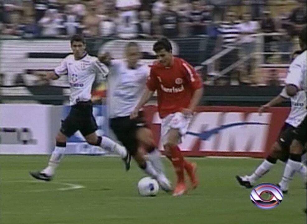 Relembre o golaço de Nilmar, do Inter, contra o Corinthians em 2009