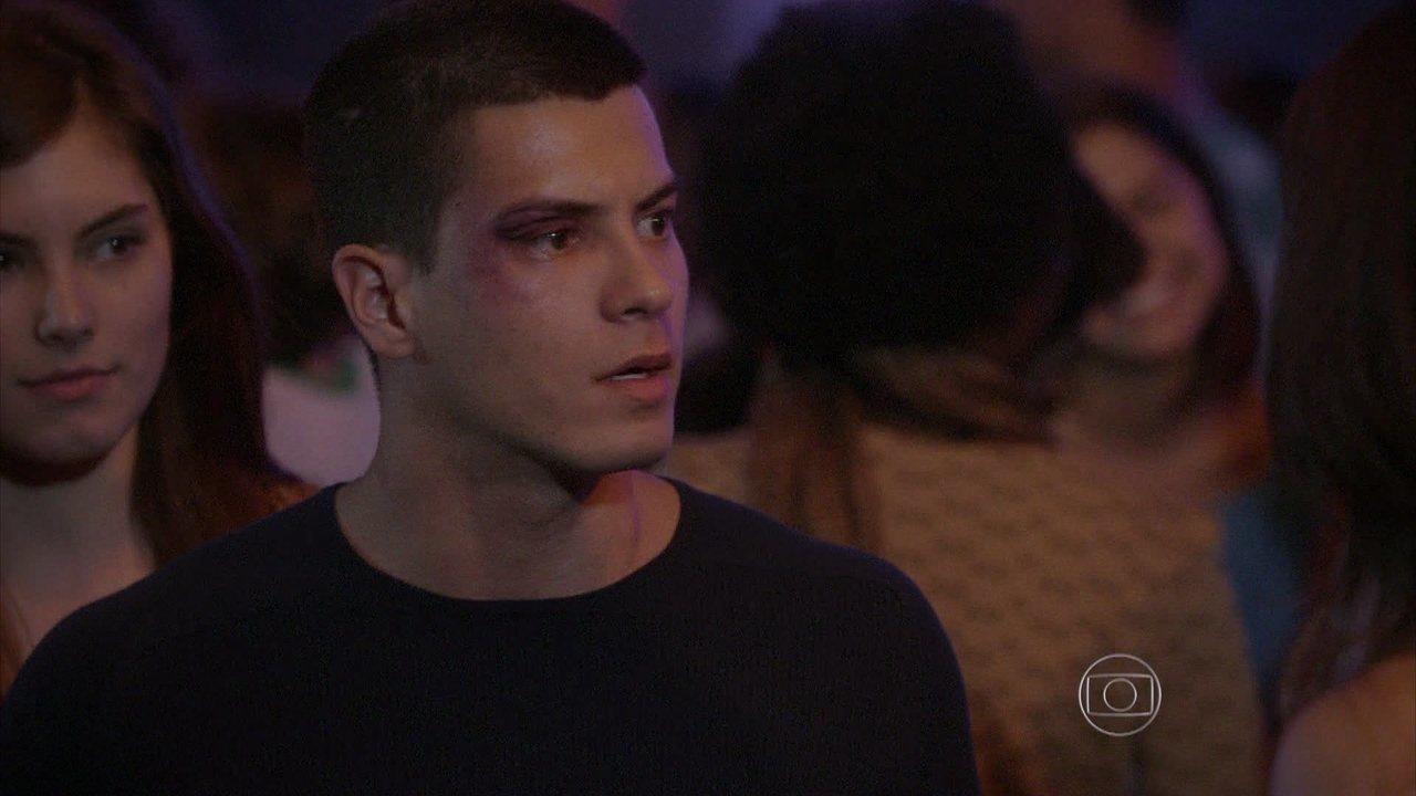 Malhação - capítulo de quinta-feira, dia 02/10/2014, na íntegra - Duca humilha Jade na frente de todos