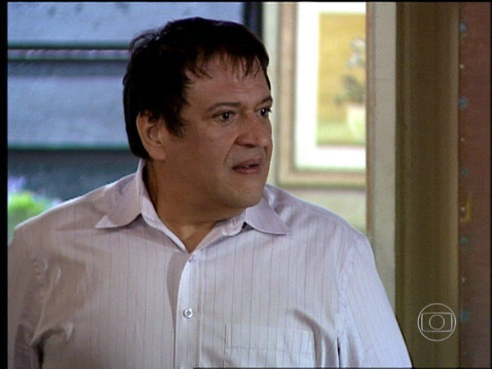Cobras e Lagartos - capítulo de quarta-feira, dia 08/10/2014, na íntegra - Bel e Estevão se casam. Orã volta para casa. Leona sofre um acidente