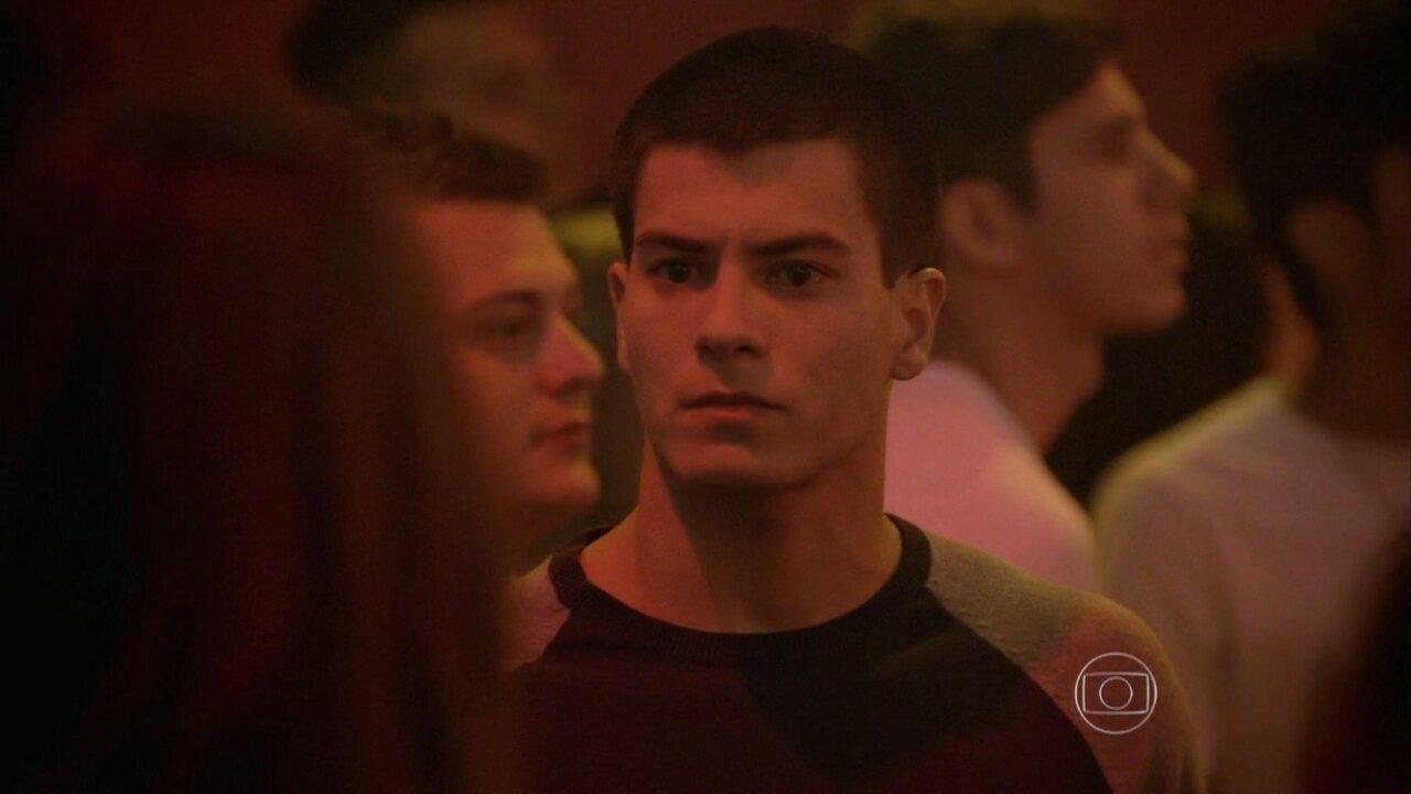 Malhação - capítulo de sexta-feira, dia 07/11/2014, na íntegra - Duca procura Alan em show, mas dá de cara com Lobão e Nat