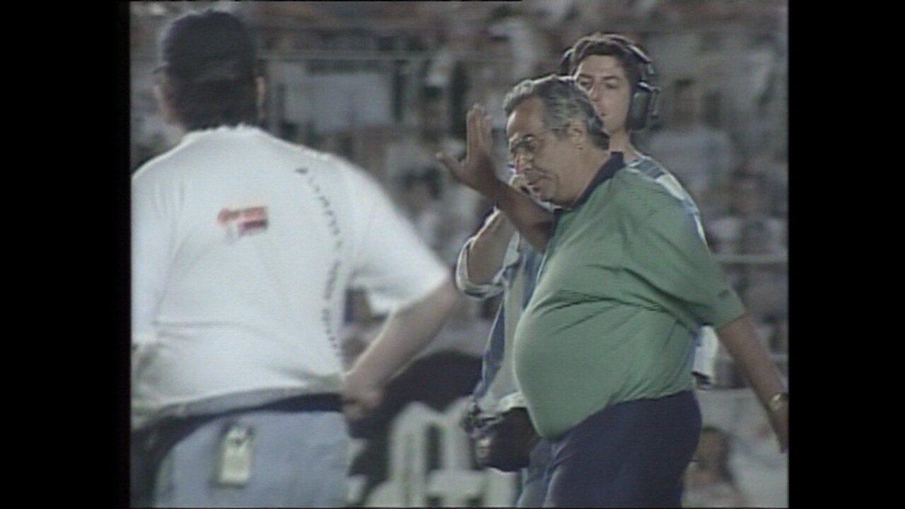 Em 1999, Eurico invade o gramado no jogo entre Vasco e Paraná
