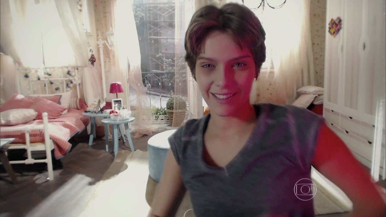 Malhação - capítulo de terça-feira, dia 18/11/2014, na íntegra - Karina pensa em participar do clipe de Pedro