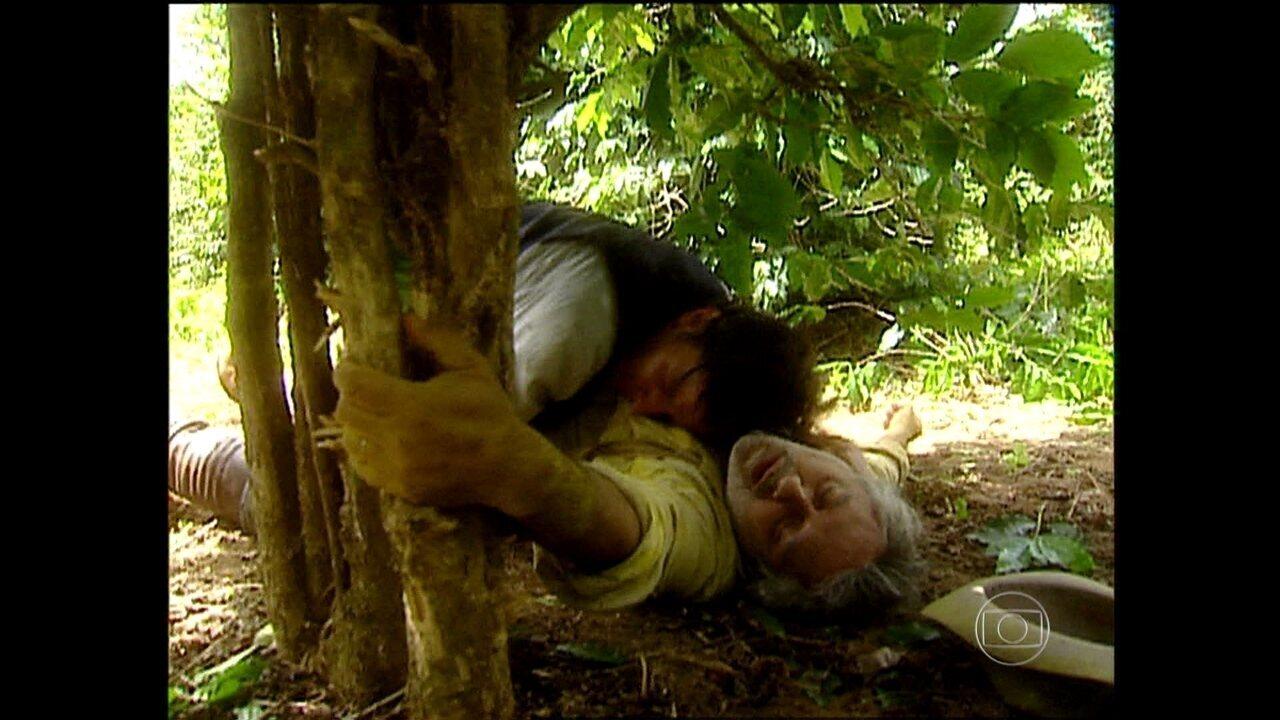 O Rei do Gado - capítulo de sexta-feira, dia 23/01/15, na íntegra - Henrico encontra Antonio Mezenga morto
