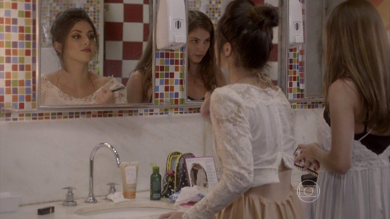 Malhação - capítulo de terça-feira, dia 17/02/2015, na íntegra - Jade insinua para Bianca que tem um segredo contra ela