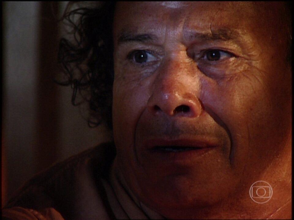 O Rei do Gado - capítulo de sexta-feira, dia 24/04/15, na íntegra - Zé do Araguaia confessa para Donana que Rafael é seu filho