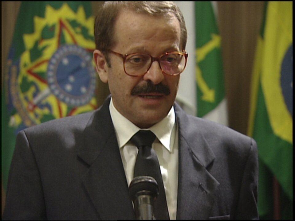 O Rei do Gado - capítulo de terça-feira, dia 28/04/15, na íntegra - Senador Caxias anuncia o fim de sua carreira política
