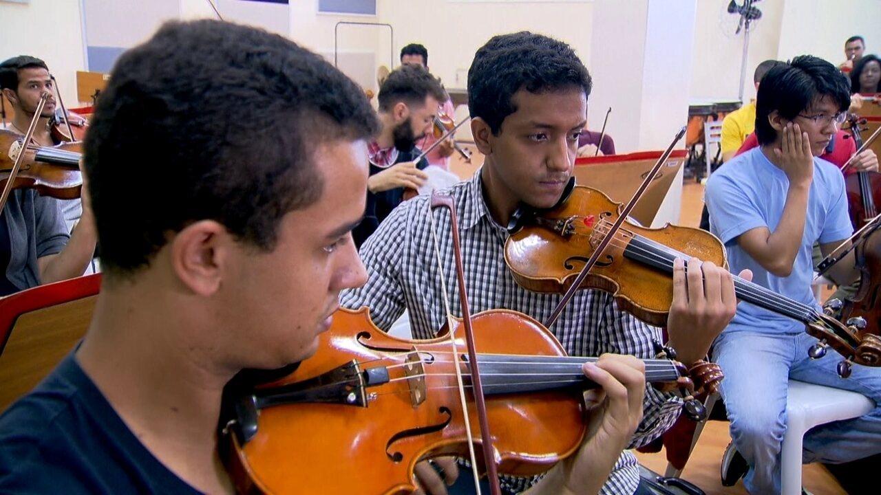 Jovens de Heliópolis encontram oportunidades através de orquestra