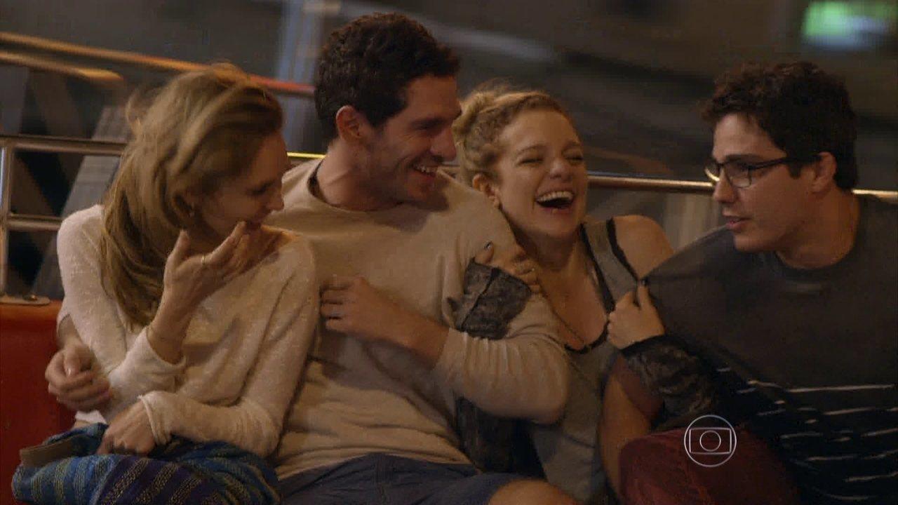 Sete Vidas - Capítulo de quinta-feira, dia 14/05/2015, na íntegra - Pedro se desentende com Júlia, e Felipe tenta defendê-la