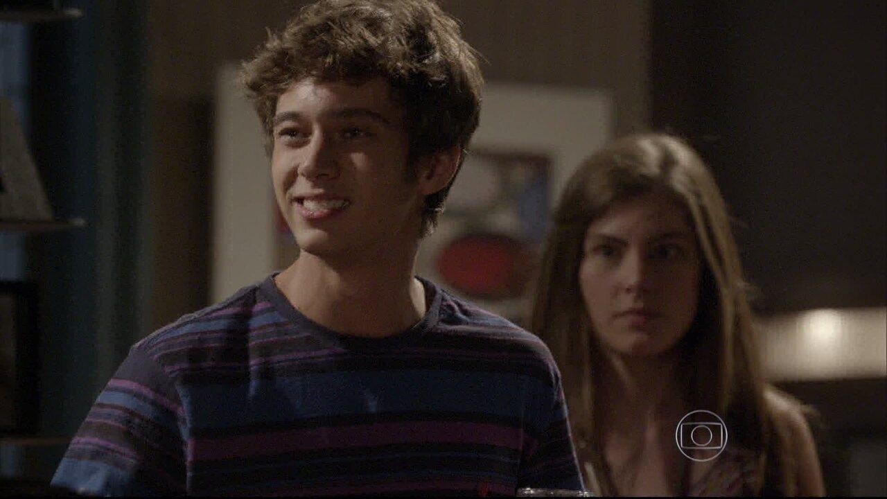 Malhação - capítulo de terça-feira, dia 19/05/2015, na íntegra - João conta para Gael que está namorando Bianca