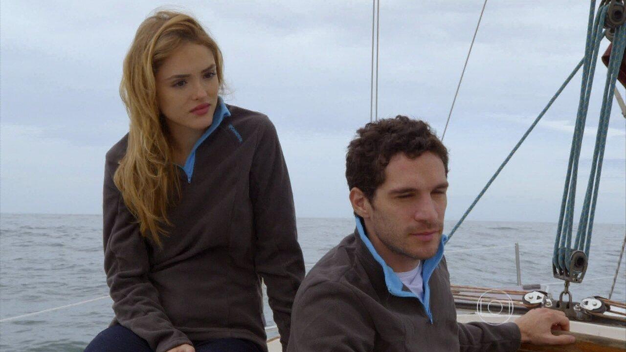 Sete Vidas - Capítulo de sábado, dia 23/05/2015, na íntegra - Felipe questiona Júlia sobre Pedro