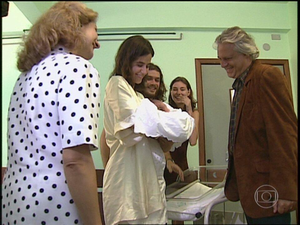 O Rei do Gado - capítulo de quarta-feira, dia 01/07/15, na íntegra - Bruno e Lia conhecem o filho de Marcos e Liliana
