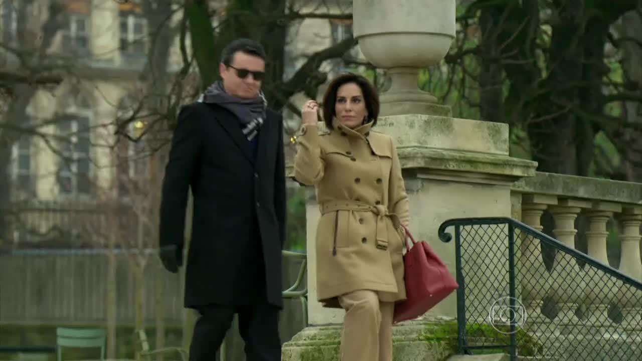 Babilônia - Beatriz passeia com Evandro por Paris