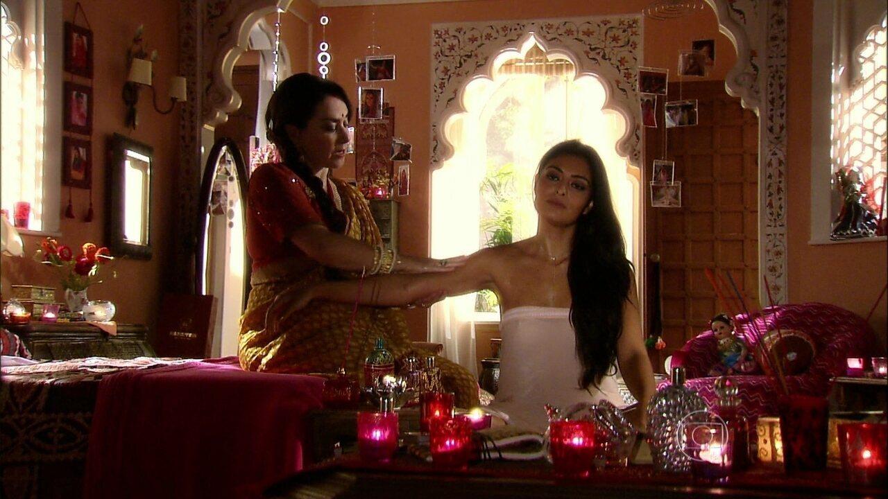 Caminho das Índias - capítulo de segunda-feira, dia 24/08/15, na íntegra - Maya se prepara para conhecer Raj