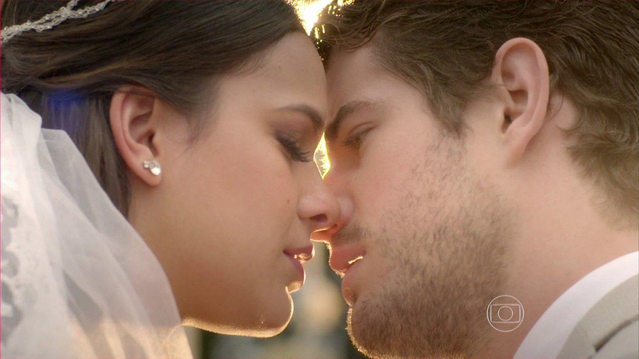 I Love Paraisópolis - capítulo de sábado, dia 12/9/2015, na íntegra - Mari e Ben se casam