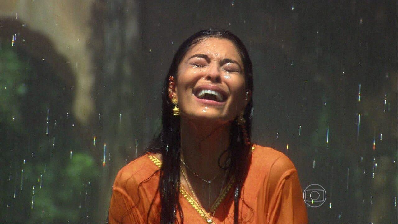 Caminho das Índias - capítulo de terça-feira, dia 15/9/2015, na íntegra - Maya é abandonada por Bahuan e volta para casa