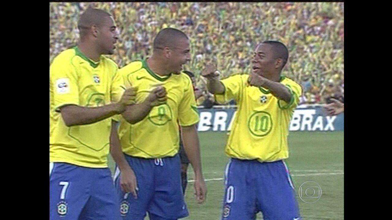 """Baú do Esporte: Em 2005, """"quadrado mágico"""" do Brasil brilha contra o Chile"""