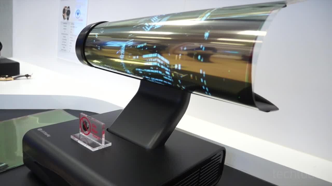 Veja a TV da LG que dobra que nem papel exposta na CES 2016