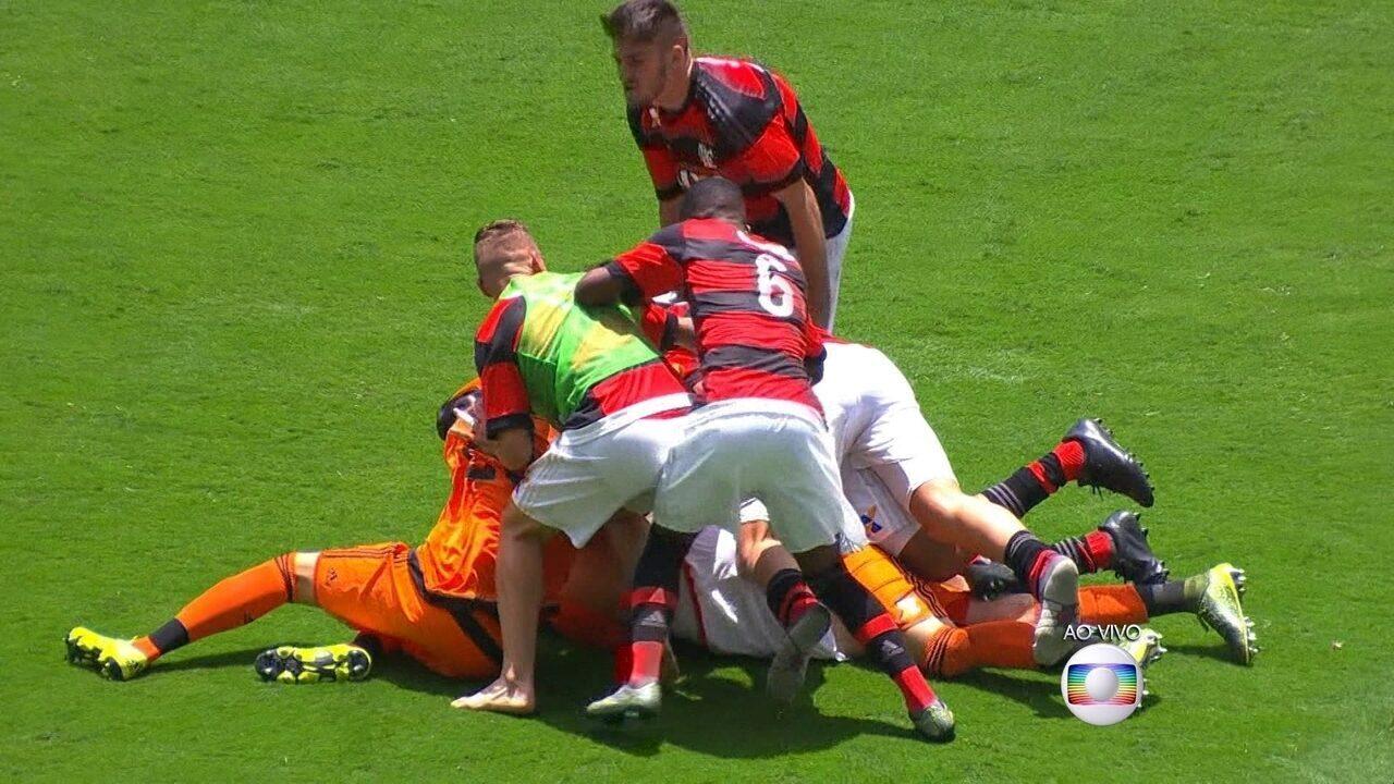 Ennes marcou gol nas cobranças de pênaltis, na decisão da Copinha, em 2016, contra o Corinthians