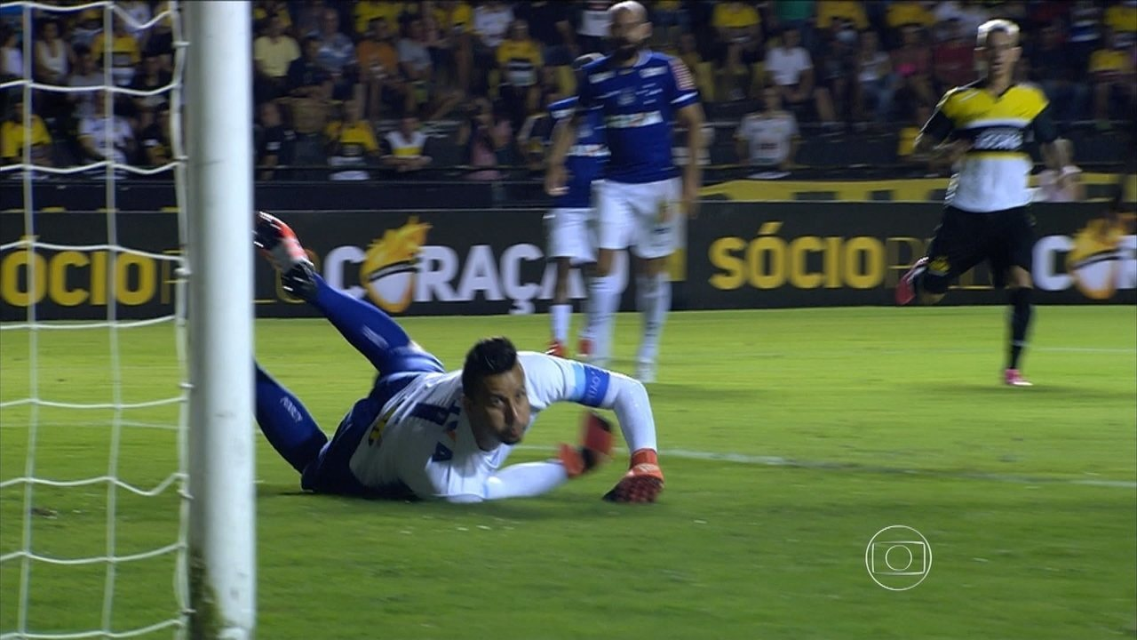 Goleiro Fábio se esforça, mas não consegue garantir vitória do Cruzeiro sobre o Criciúma