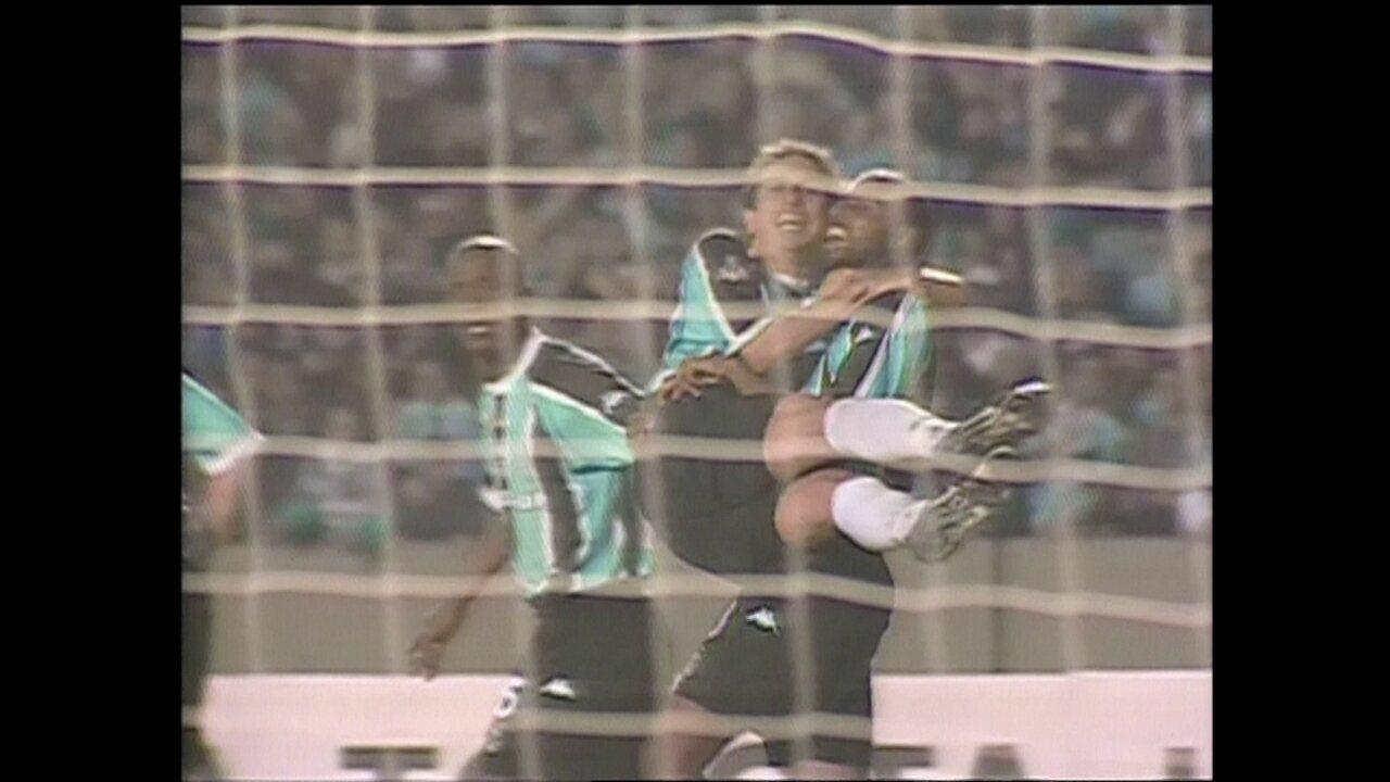 Em 2003, Grêmio vence o Olímpia por 3 a 0 pela Taça Libertadores