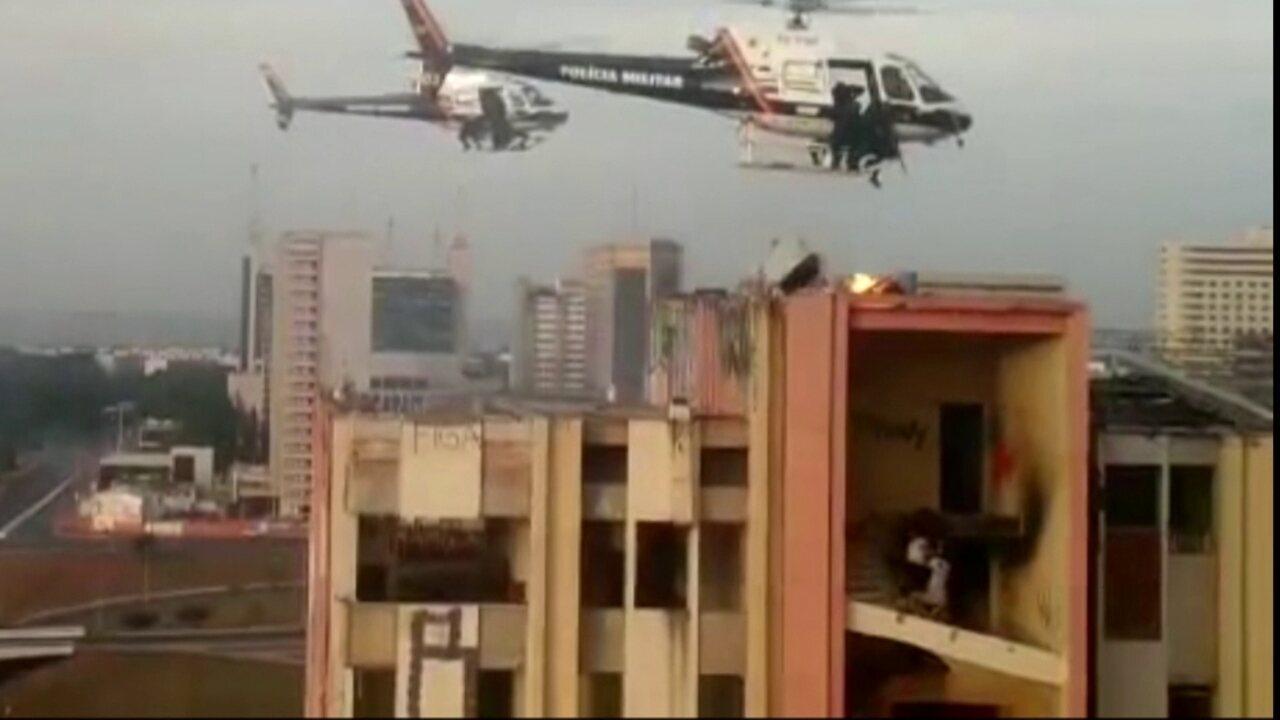 Operação para desocupar prédio do antigo Hotel Torre Palace dura 35 minutos