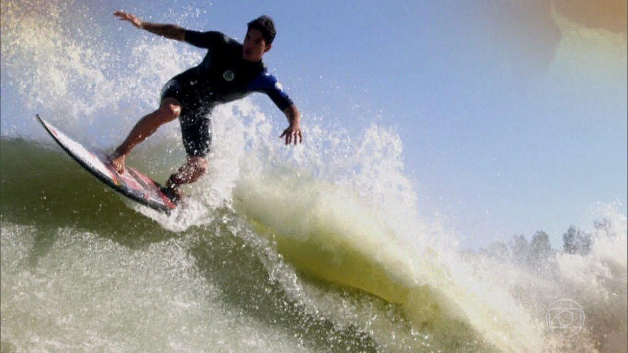 Gabriel Medina é o primeiro brasileiro a surfar 'onda perfeita' criada por Kelly Slater
