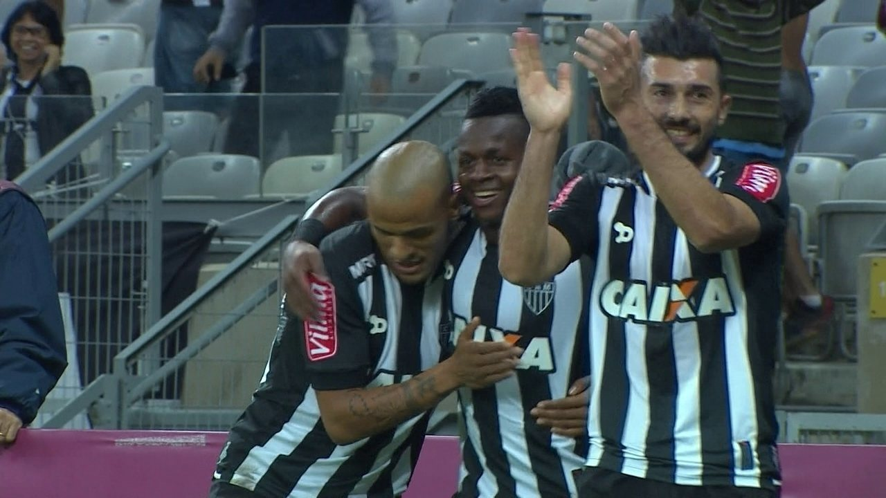 Cazares aproveita vacilo de Pedro Henrique e faz o gol