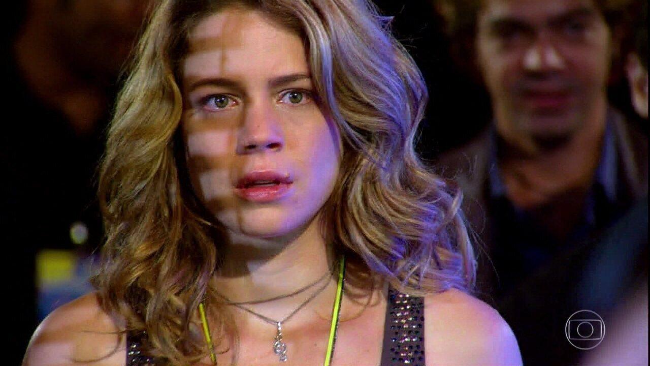 Fabian substitui Rosário durante o show e ela fica arrasada