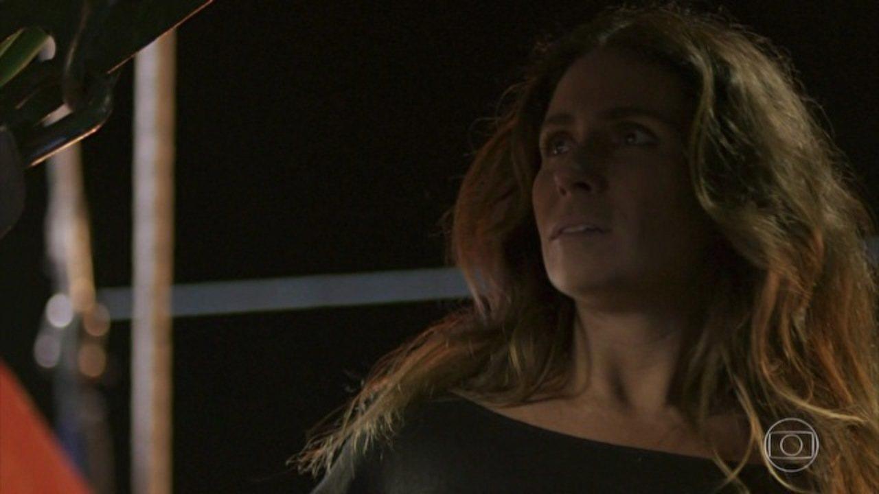 Sol Nascente - capítulo de segunda-feira, dia 17/10/16, na íntegra - Alice é atingida durante explosão no píer da Arraial Pescados