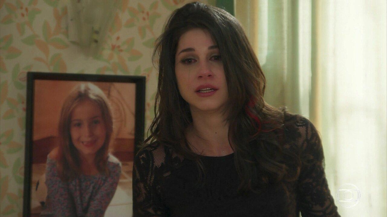 Carmela revela que é responsável pela deficiência de Shirlei