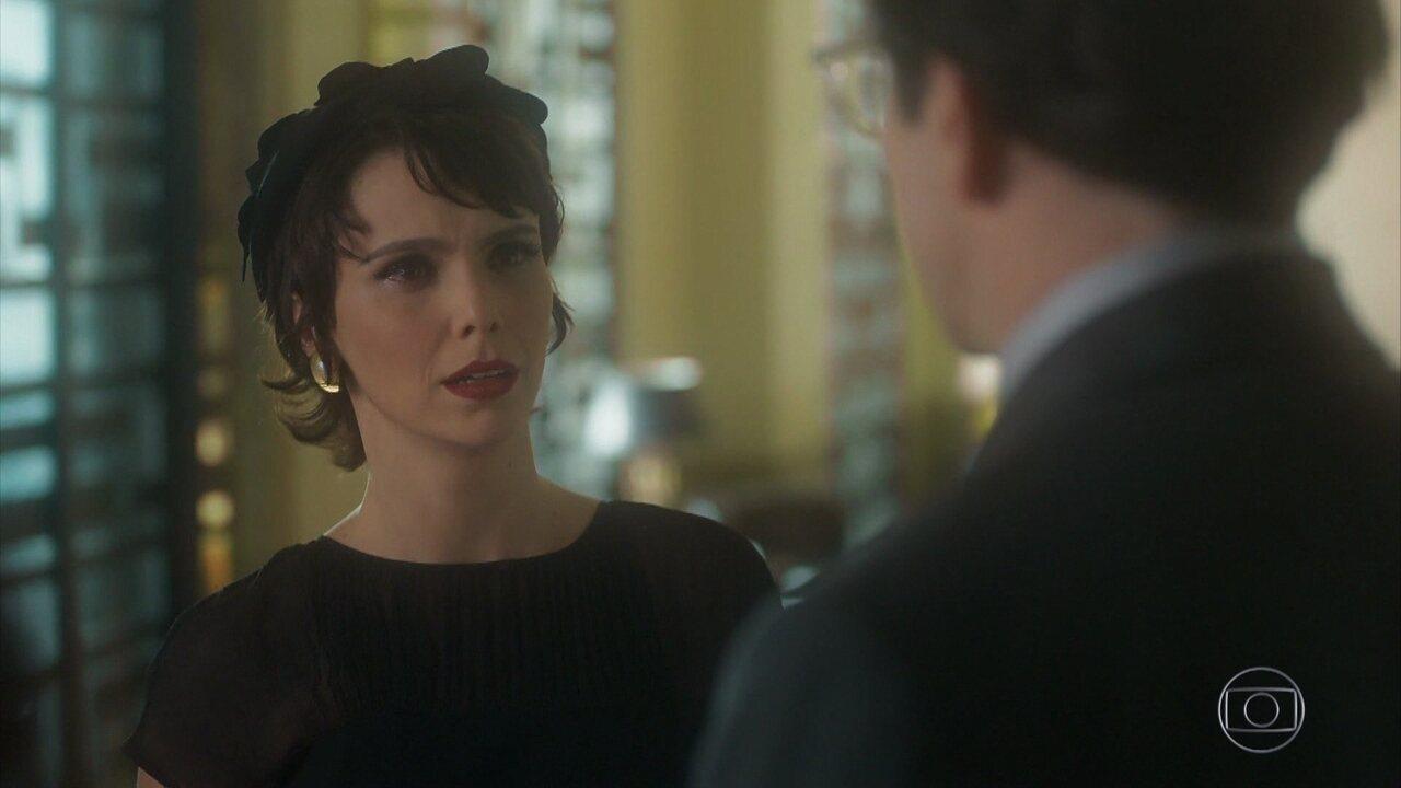 Verônica vê Laura e Saulo saindo juntos