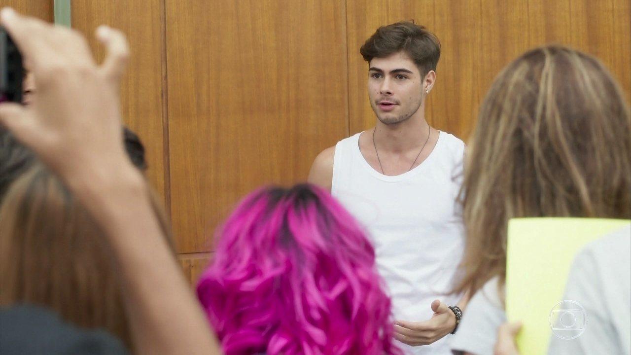 Reveja a primeira participação de Bruno na novela! Léo se explica para os fãs após seu romance com Diana ser descoberto