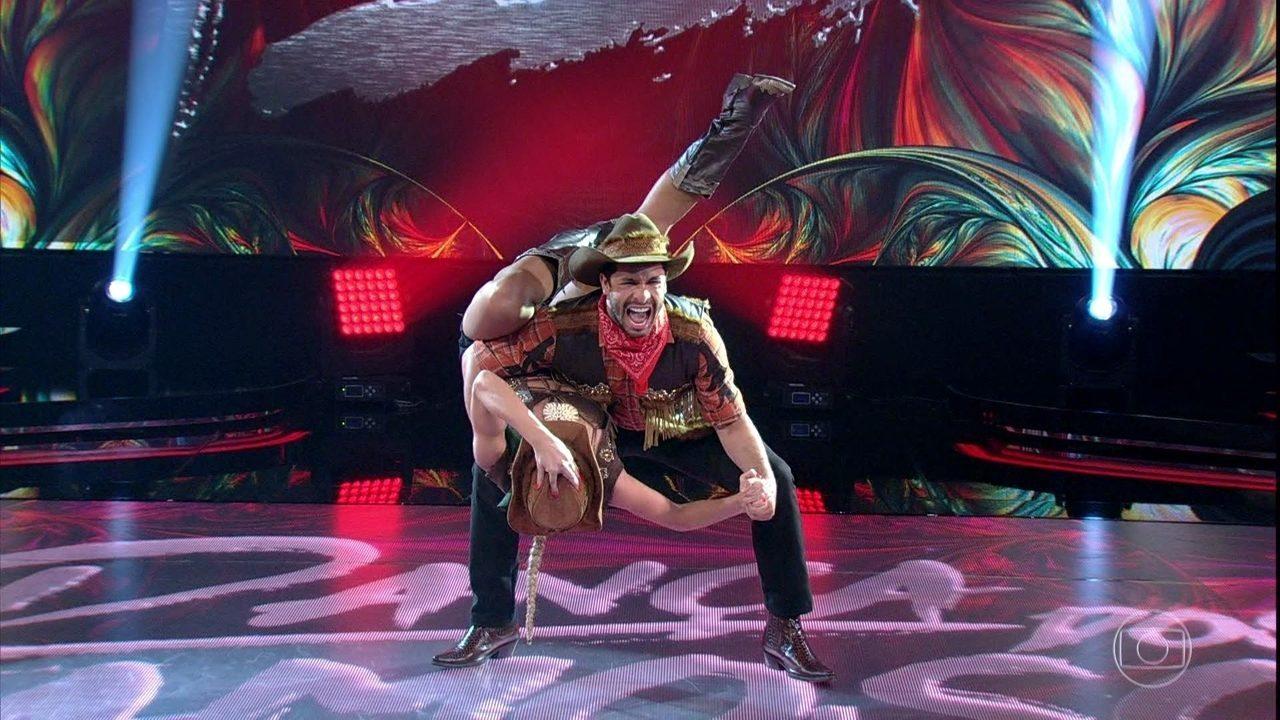 Rainer Cadete levanta poeira no 'Dança dos Famosos'