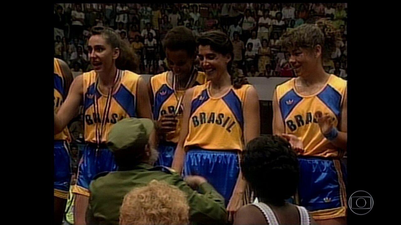 Nos jogos Pan-Americanos de 1991, Fidel Castro entregou o ouro para a seleção de basquete
