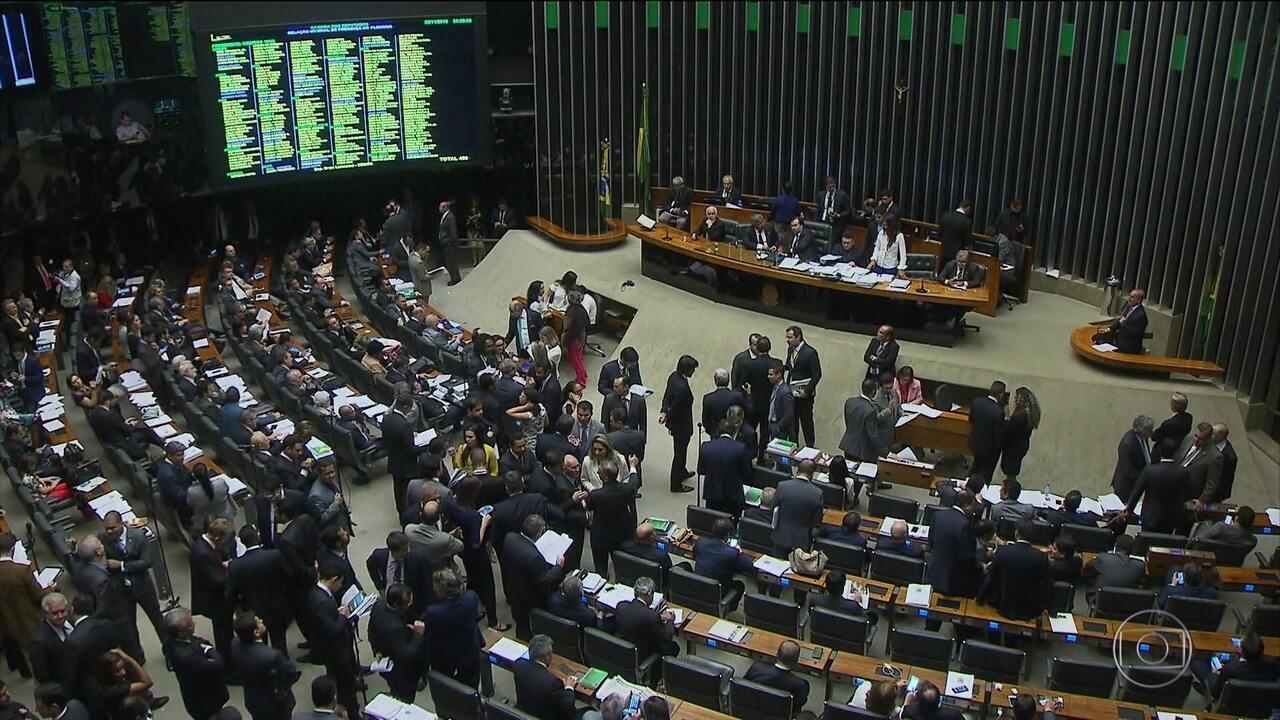 Pacote anticorrupção passa na Câmara sem anistia para caixa dois