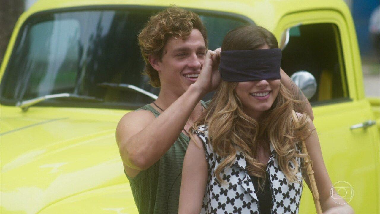 Robison faz surpresa fofa para Camila
