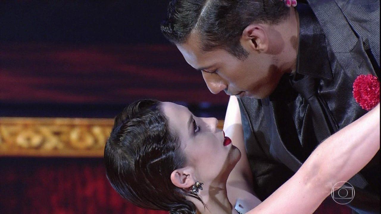 Confira a apresentação de Sophia Abrahão dançando tango