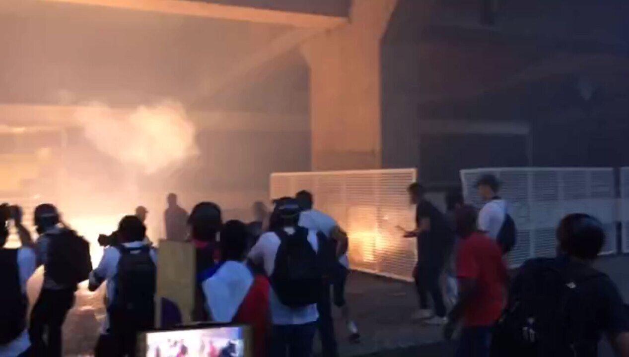 Manifestantes atacam prédio da Fiesp, na Avenida Paulista