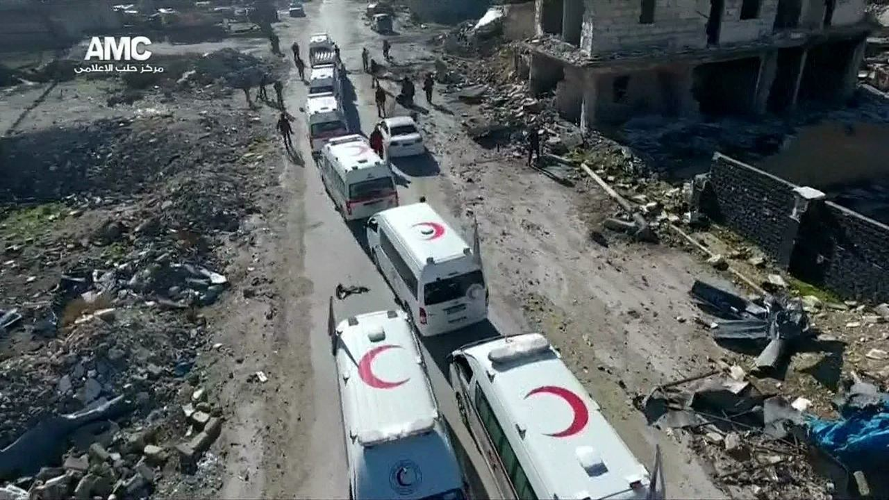 Fontes miliares da Síria dizem que a retirada de civis e rebeldes do leste de Aleppo foi suspensa