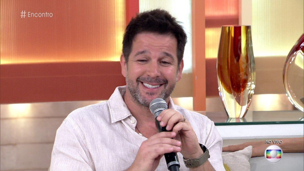 Murilo Benício conta que o primeiro beijo em Débora Falabella na série foi técnico
